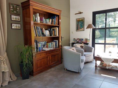 salon bibliothèque convivial